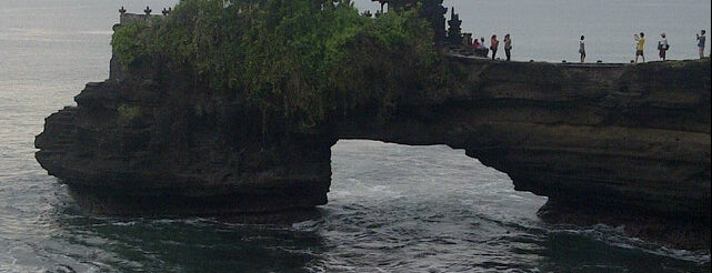 Pantai Tanah Lot is one of Posti che sono piaciuti a Edje.