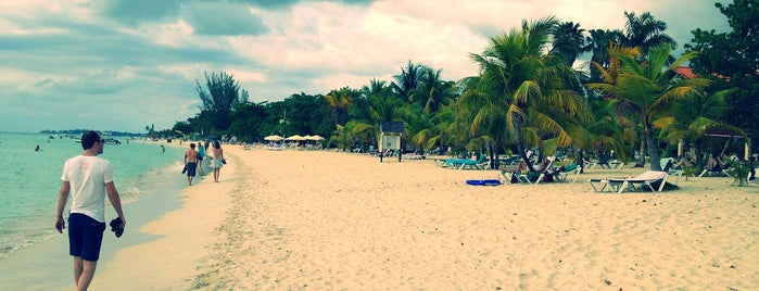 Seven Mile Beach, Negril is one of Tempat yang Disukai DeAnn.