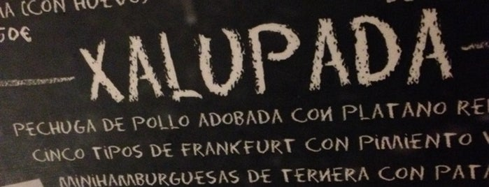 La Xalupada is one of Bars.