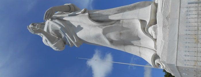 Cristo de la Habana is one of Lugares favoritos de Carolina.