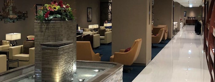 Emirates Business Class Lounge is one of Lieux qui ont plu à Mike.
