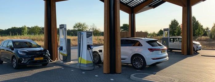 Die schönsten Ladesäulen für Elektroautos