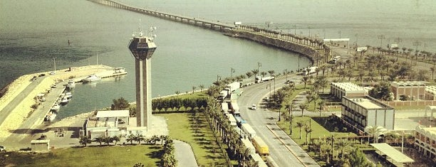 King Fahd Causeway is one of Locais curtidos por Osama.