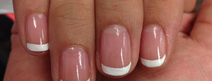Elegant Nails is one of Tempat yang Disukai Isabella.