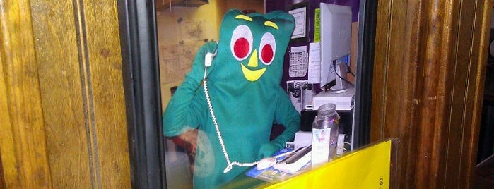 Gumby's Pizza is one of Tracy's Liked Places.