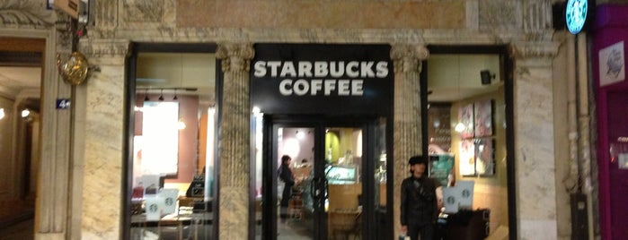 Starbucks is one of Lugares favoritos de Stacy.