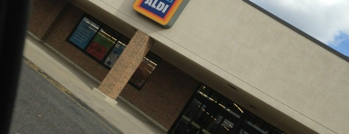 ALDI is one of Lieux qui ont plu à R.j..