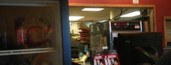 Pizza Hut is one of Tempat yang Disukai Mark.