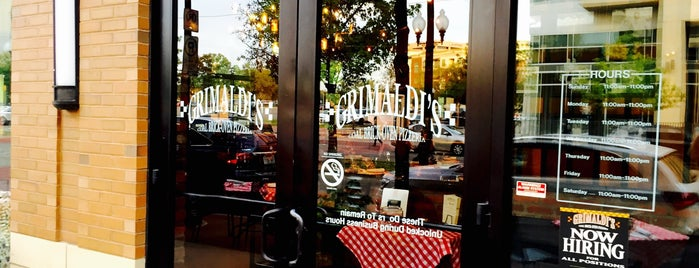Grimaldi's Pizzeria is one of Darrel : понравившиеся места.