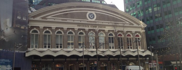 London Fenchurch Street Railway Station (FST) is one of Lugares favoritos de Mike.