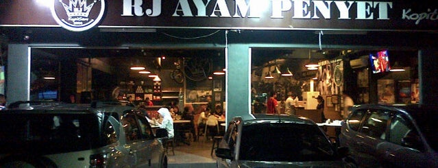 RJ Ayam Penyet Kopitiam is one of Lugares favoritos de Eric.