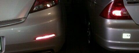 Parking Garage is one of Tempat yang Disukai Mark.