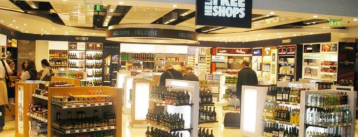 Hellenic Duty Free Shops is one of Posti che sono piaciuti a Stephan.