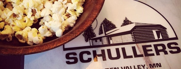 Schuller's Tavern is one of Posti che sono piaciuti a Brooke.