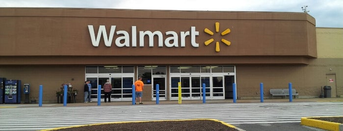 Walmart is one of Lugares favoritos de Alberto J S.