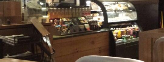 Starbucks is one of Orte, die Chaya gefallen.