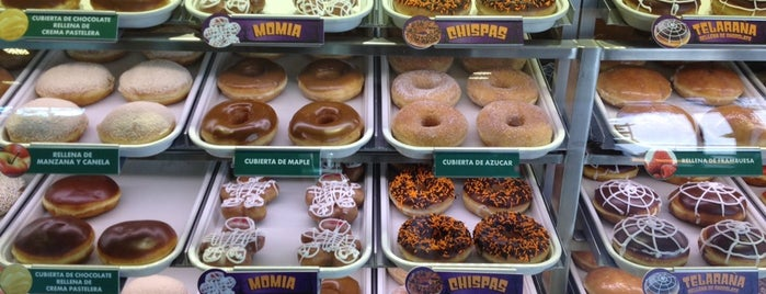 Krispy Kreme is one of Locais curtidos por Zuno.