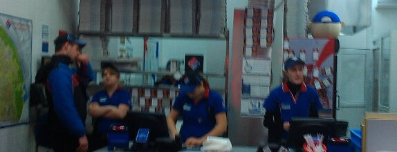 Domino's Pizza is one of Lugares favoritos de Samet.