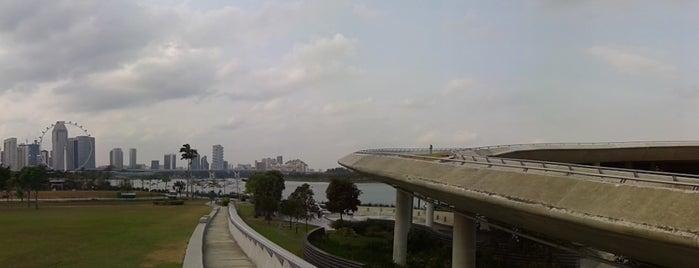 Marina Barrage is one of Singapura.