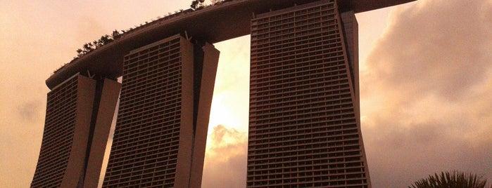 Marina Bay Sands Hotel is one of Singapura.