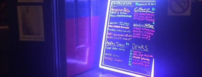 Mami's Empanadas is one of Lugares favoritos de Ailie.