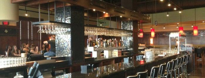 Bar Louie is one of สถานที่ที่ Vince ถูกใจ.