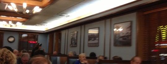 Galaxy Diner is one of สถานที่ที่บันทึกไว้ของ Lizzie.