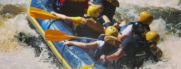 Rafting Rio Jacare is one of Tempat yang Disukai Giovana.