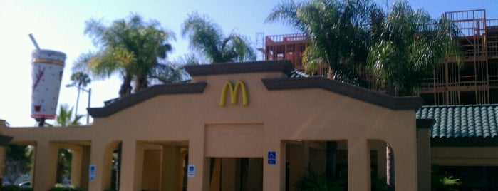 McDonald's is one of Lugares favoritos de Lau.