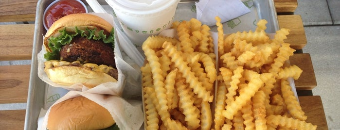 Shake Shack is one of Monica 님이 저장한 장소.