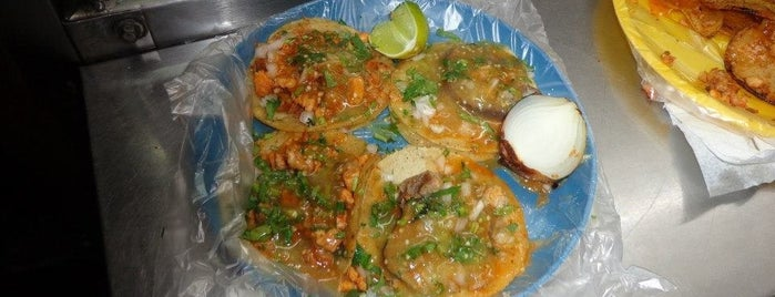 Tacos de Los Biroteros is one of Paulinaさんの保存済みスポット.