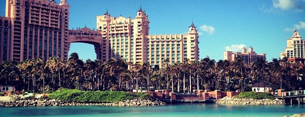 Atlantis, Beach Tower, Autograph Collection is one of Tempat yang Disukai Naci.