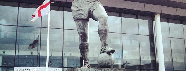 Bobby Moore Statue is one of Orte, die Carl gefallen.