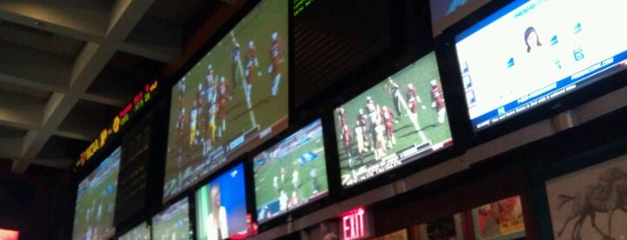 Crystal City Sports Pub is one of Nitelife.
