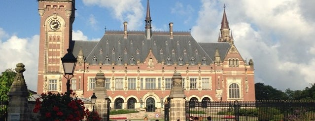Peace Palace Library is one of Lugares guardados de peppy.