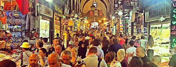 Mısır Çarşısı is one of Estambul.