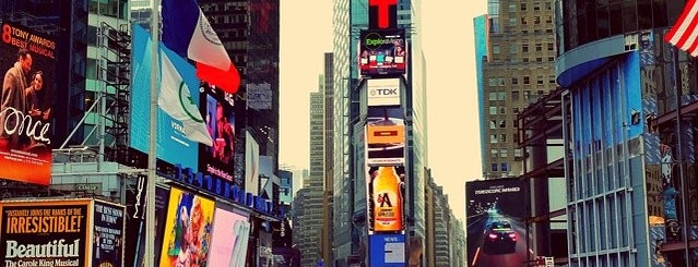 Times Square is one of Affinia Manhattan's Local Tips.