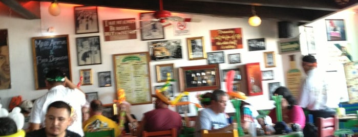 Carlos'n Charlie's is one of Bares.