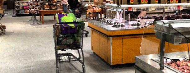 Whole Foods Market is one of Emma 님이 좋아한 장소.