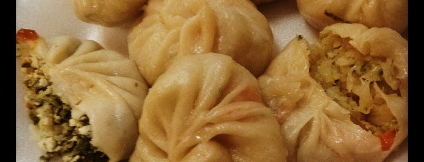 Yalla Momos is one of Sanjiveさんの保存済みスポット.