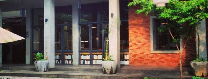 Freedom Institute Public Library is one of Jakarta To Do.