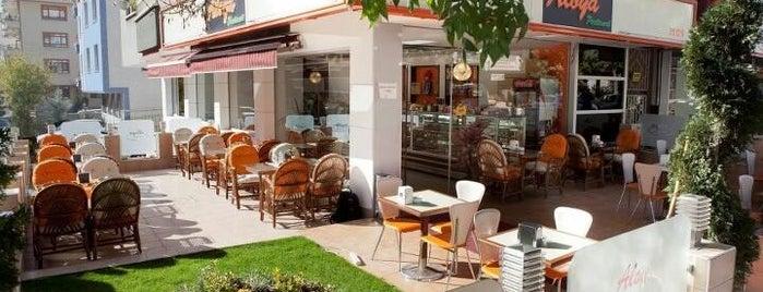 Aloya Cafe & Bistro is one of Mekanlarrr.