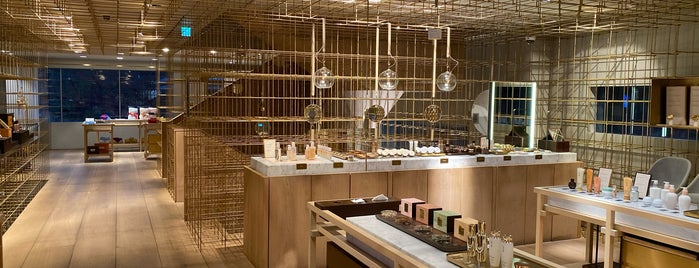 Sulwhasoo Flagship Store is one of ㅅㅇ 쇼핑. 스킨케어. 문화..