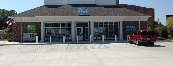 Family Express is one of Posti che sono piaciuti a Derrick.