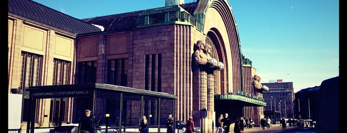 VR Estación Central De Helsinki is one of Lugares favoritos de Päivi.
