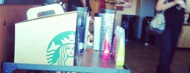 Starbucks is one of Lugares favoritos de Mark.