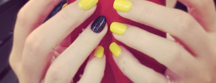 The 15 Best Nail Salons In Chicago