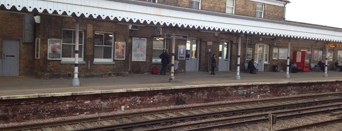 Maidstone West Railway Station (MDW) is one of mamma.
