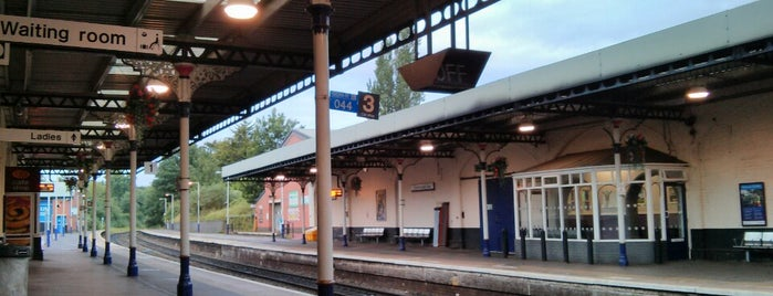 Cheltenham Spa Railway Station (CNM) is one of Locais curtidos por Carl.