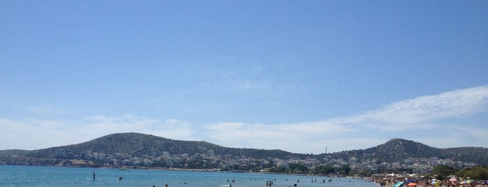 Varkiza Beach is one of Αξίζει σου λέω (Outdoors)!!!.